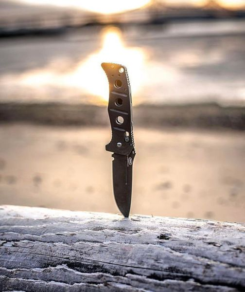 Benchmade - Have a goodnight everybody! Enjoy a sweet Adamas sunset shot crafted by cuttingedgeimagery #mybenchmade