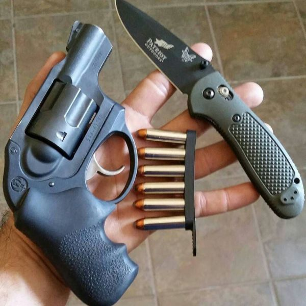 Benchmade - Everyday Carry - Ruger LCR .357, Benchmade knife, Bianchi Speed Strip #edc #handgun #knife #ruger #everdaycarry #pocketdump #357 #benchmade #bianchi...