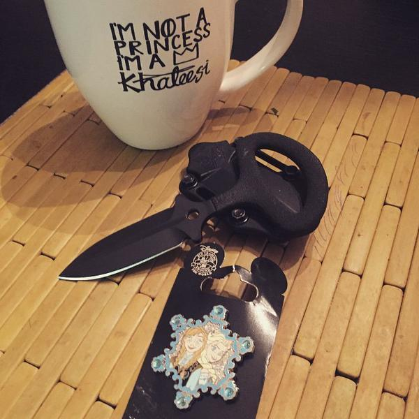 benchmade - Some how this makes sense if you know me #Khaleesi #Frozen #Elsa #Ana #Danaerys #Gameofthrones #blades #Benchmade #… http://t.co/uhfQCRH8ks