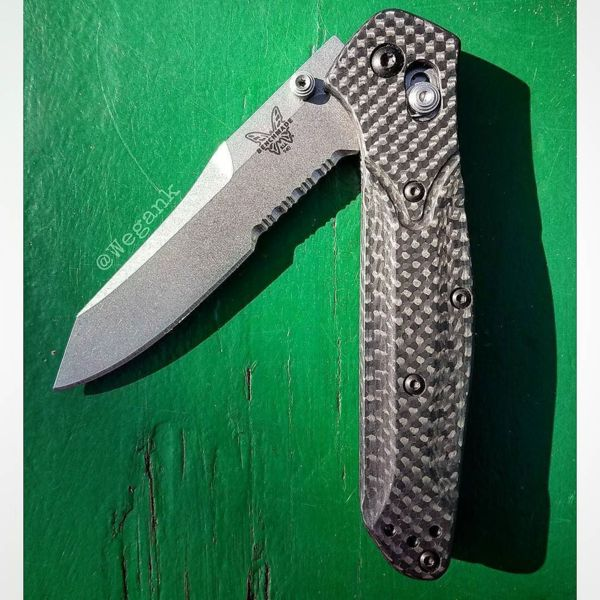 Benchmade - Simply elegant, elegantly capable. 👊#knifeporn #knivesofinstagram #benchmadeknives #benchmade940 #carbonfiber #bladebrothers #tantotuesday #tantolove...