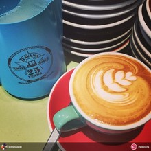 """COFFEEUFEEL - """"jessepatel: New #havanacoffee jug made its 1st attempt at #latteart today. Many more to come iridewgtn"""" #repost #repost+ Looks pretty good to me"""