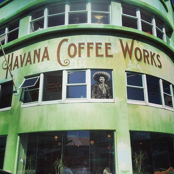 COFFEEUFEEL - More hand painted sign goodness! #havanacoffeeworks #handpainting #signpainting #coffee #roastery #Wellington #nz #aotearoa #architecture #deco